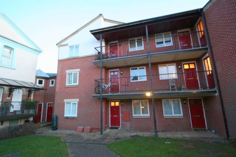 2 Bedrooms Apartment Flat for rent in Woodberry Way, Walton-On-The-Naze