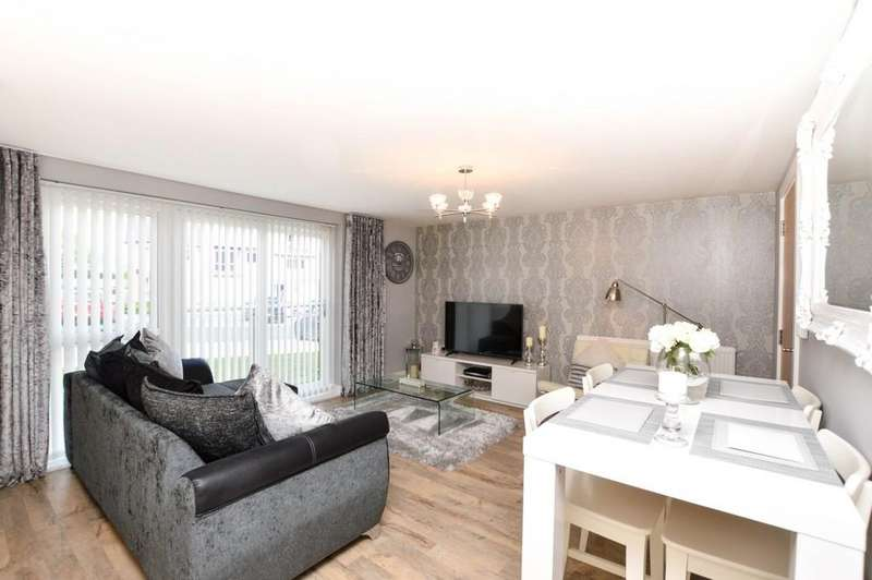 2 Bedrooms Apartment Flat for sale in Y Bae, Bangor North Wales