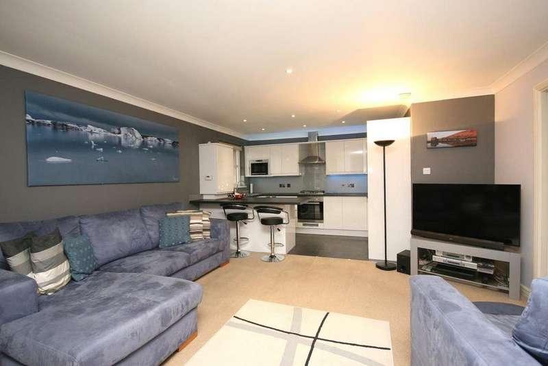 2 Bedrooms Flat for rent in North Werber Park, Edinburgh