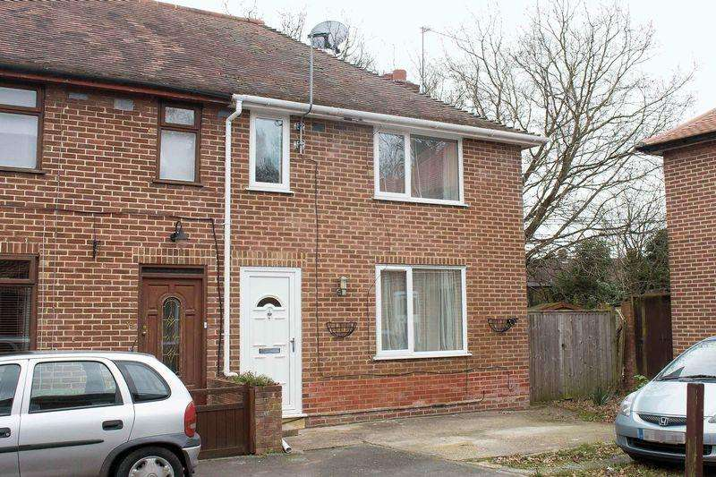 3 Bedrooms Semi Detached House for rent in Totton