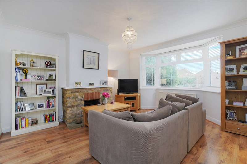 2 Bedrooms Maisonette Flat for sale in Tartar Road, Cobham, Surrey, KT11