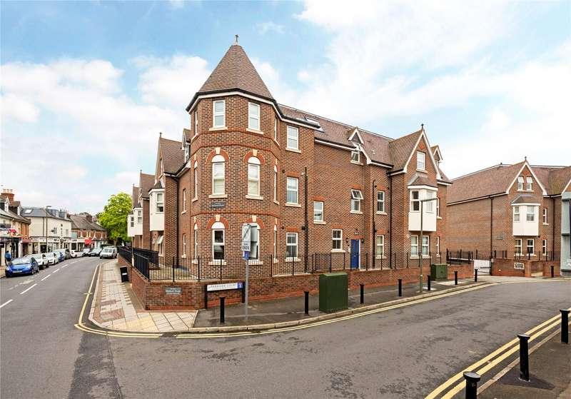 3 Bedrooms Flat for sale in Bentley Place, Baker Street, Weybridge, Surrey, KT13