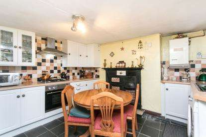 2 Bedrooms End Of Terrace House for sale in High Street, Bethesda, Bangor, Gwynedd, LL57