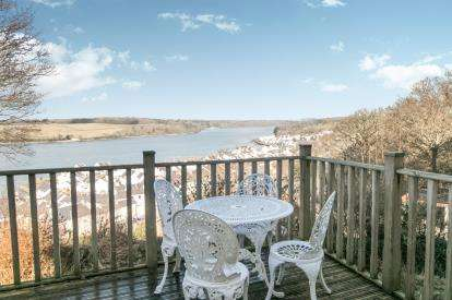 3 Bedrooms Detached House for sale in Trem Y Foel, Y Felinheli, LL56