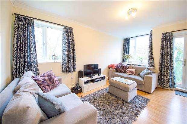 2 Bedrooms Flat for sale in Innes Gardens, Putney, LONDON, SW15