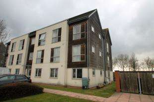 2 Bedrooms Flat for sale in Dulcie Close, Greenhithe, Dartford, Kent