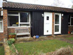 2 Bedrooms Terraced House for sale in The Timbers, Horsham, West Sussex