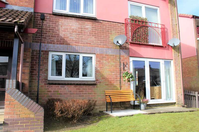 2 Bedrooms Flat for sale in Lowood Lane, Birstall