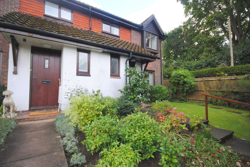 3 Bedrooms End Of Terrace House for rent in Oxted, Surrey