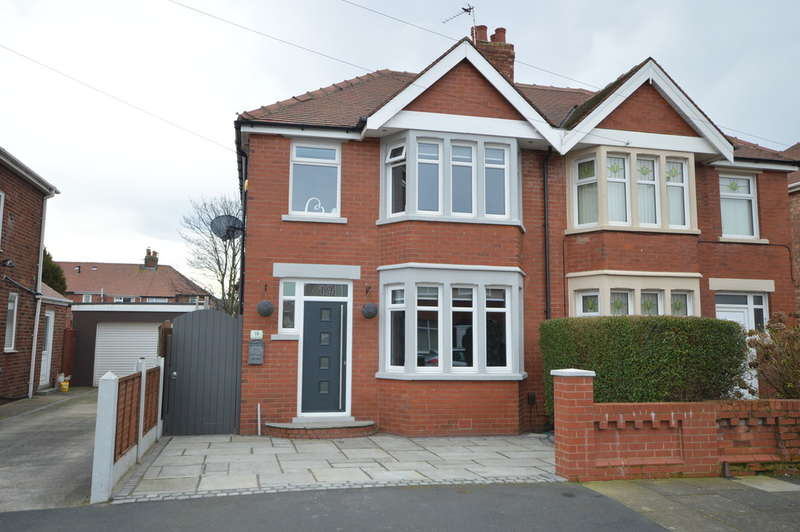 3 Bedrooms Semi Detached House for sale in Crompton Avenue, South Shore