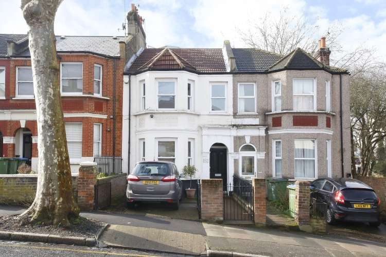3 Bedrooms Terraced House for sale in Charlton Lane London SE7