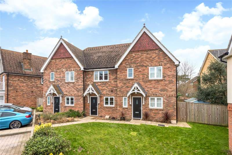 2 Bedrooms Terraced House for sale in Gibson Way, Caterham, Surrey, CR3