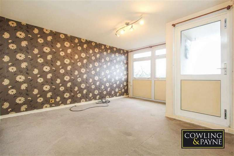 3 Bedrooms Maisonette Flat for sale in Brook Drive, Wickford, Essex
