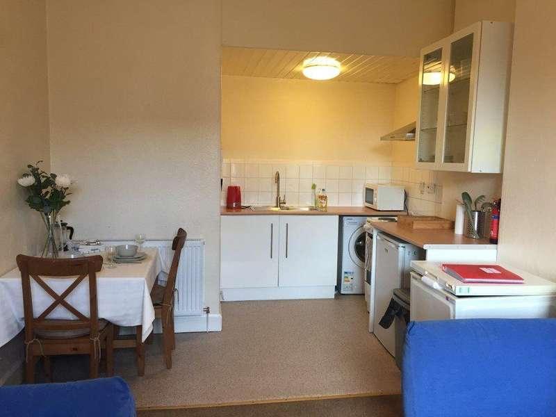2 Bedrooms Flat for rent in Wardlaw Terrace, Edinburgh