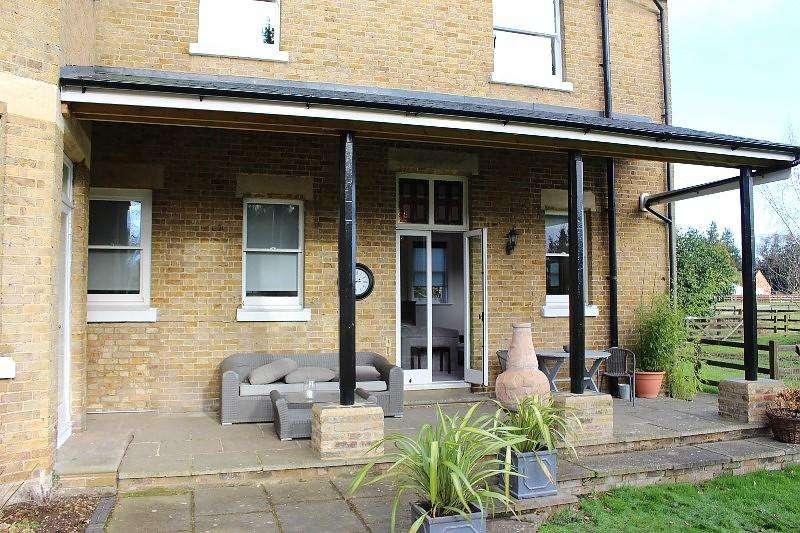 2 Bedrooms House for rent in Rose Hill, Burnham, Slough, Buckinghamshire, SL1