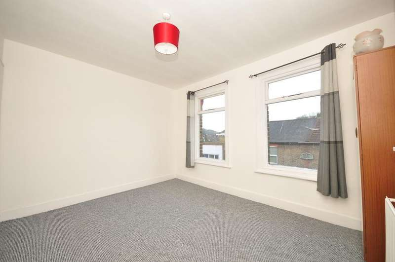 3 Bedrooms Terraced House for rent in Coombe Valley Road Dover CT17