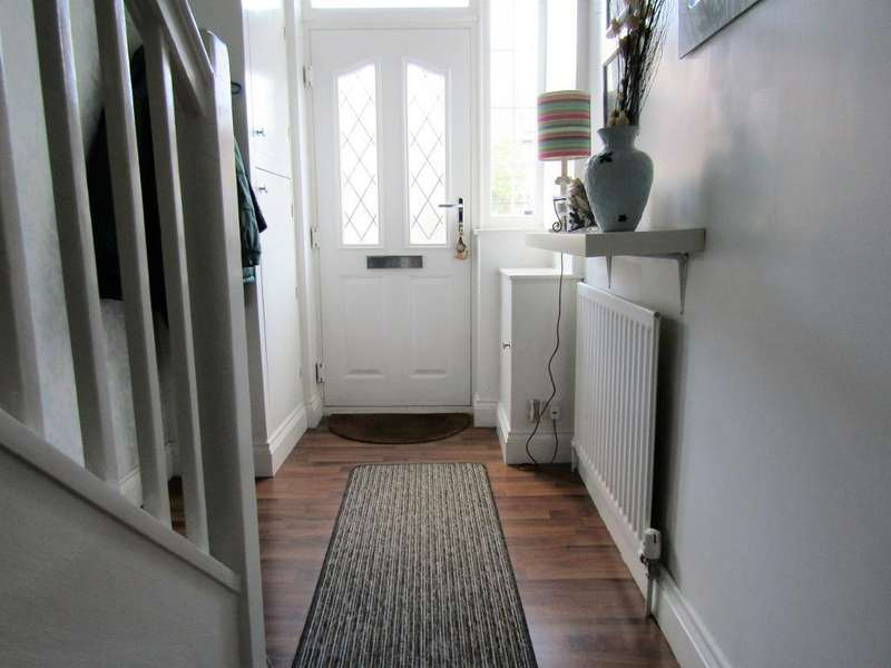 2 Bedrooms Terraced House for sale in Farmfield Road, Bromley, BR1 4NP