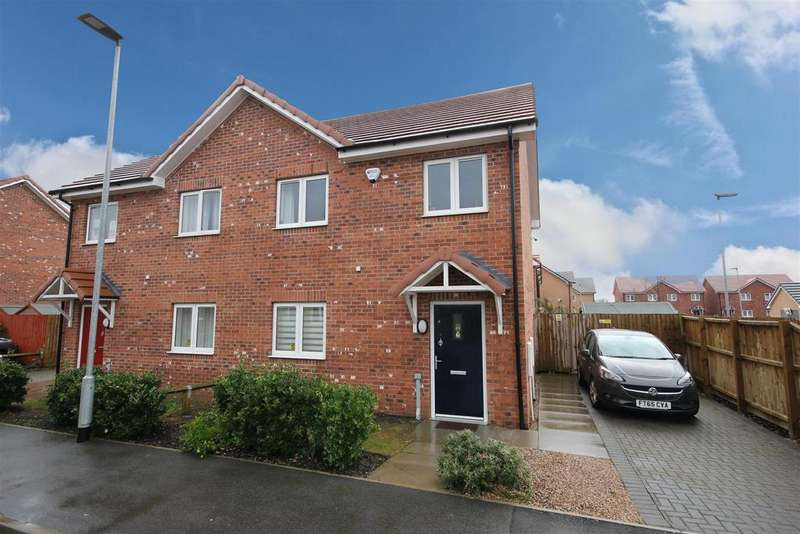 3 Bedrooms Semi Detached House for sale in Centenary Close, Mablethorpe