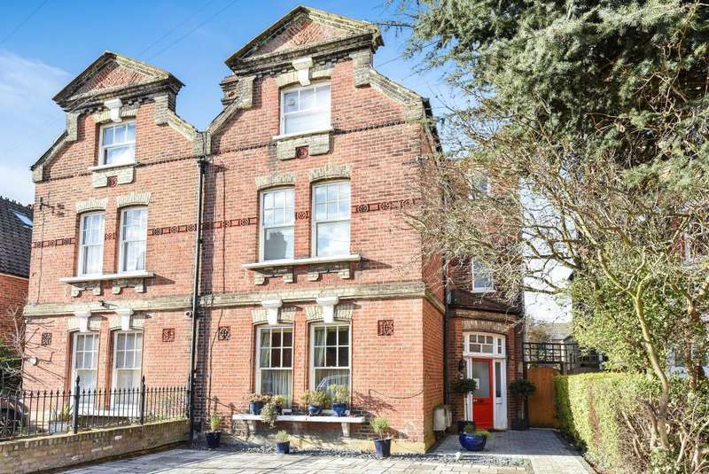2 Bedrooms Flat for sale in Sheen Park, Richmond, TW9