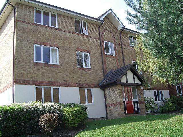 1 Bedroom Flat for sale in Woodland Grove, Epping, CM16