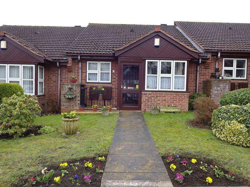 2 Bedrooms Terraced Bungalow for sale in Skylark Way, Kidderminster DY10 4EN