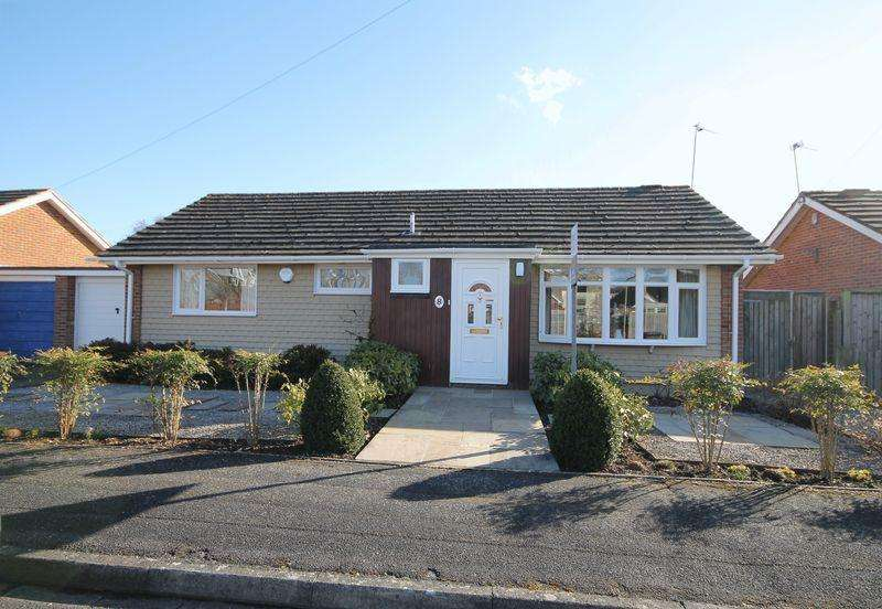 3 Bedrooms Bungalow for sale in Nursery Close, Emsworth