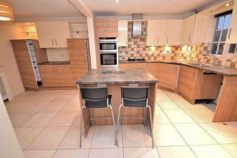 3 Bedrooms Semi Detached House for sale in Nicolson Drive, Leighton Buzzard