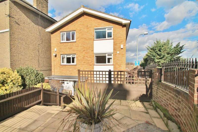 3 Bedrooms Town House for sale in Belvedere Close, Gravesend, DA12 1QB