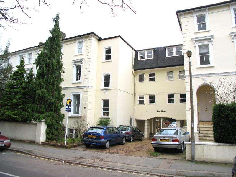 1 Bedroom Flat for sale in Lower Teddington Road, Hampton Wick, KT1