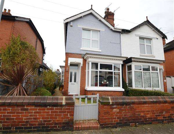 3 Bedrooms Semi Detached House for sale in Stanley Road, Hartshill, Stoke-On-Trent