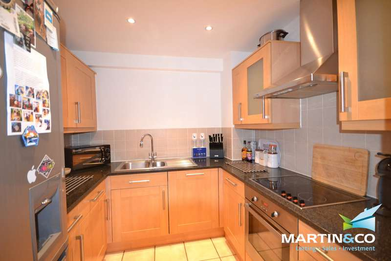 2 Bedrooms Apartment Flat for sale in Sea Road, Boscombe Spa BH5