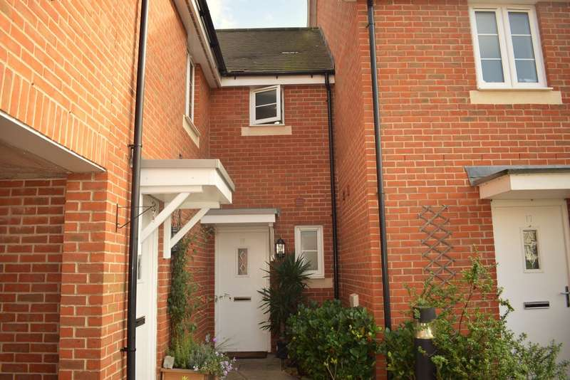 3 Bedrooms Semi Detached House for rent in Milton Place, High Wycombe HP13