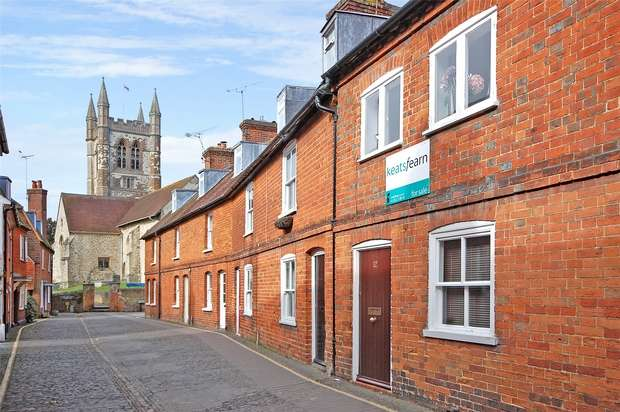 2 Bedrooms Terraced House for sale in Farnham, Surrey
