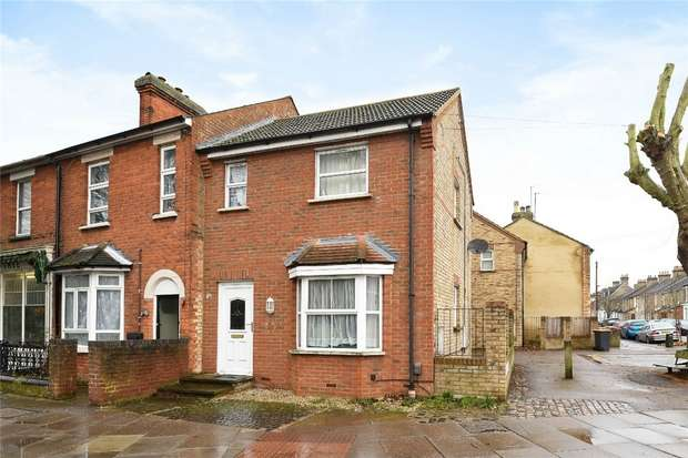 2 Bedrooms Terraced House for sale in Roff Avenue, Bedford