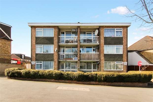 2 Bedrooms Flat for sale in Hale End Road, Woodford Green, Essex