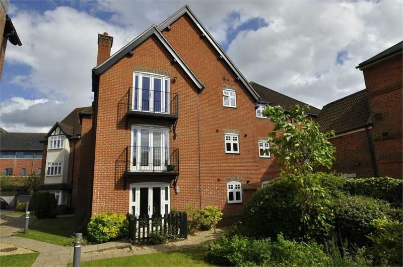 2 Bedrooms Flat for sale in Sovereign Place, The Close, Ringwood