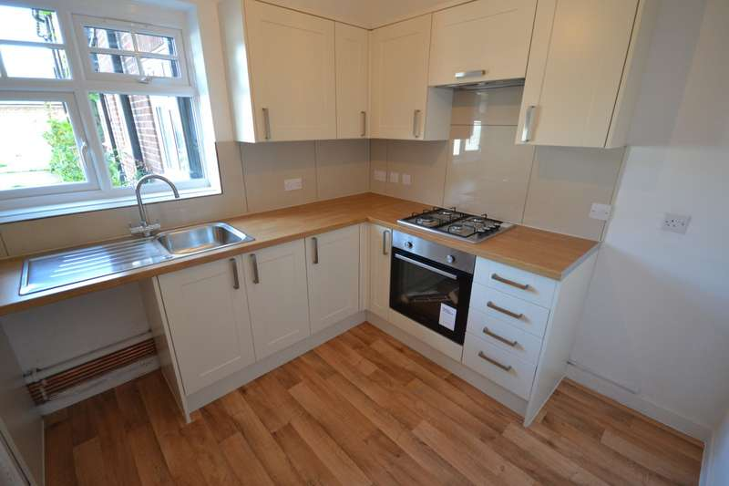 2 Bedrooms Flat for rent in Bradford Court, Firle Road, Eastbourne, BN22