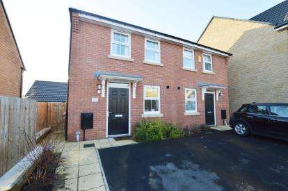 2 Bedrooms Semi Detached House for sale in Park Road, Oulton, Leeds, West Yorkshire