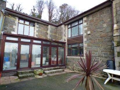 3 Bedrooms Terraced House for sale in Troed-Yr-Allt, Pwllheli, Gwynedd, LL53
