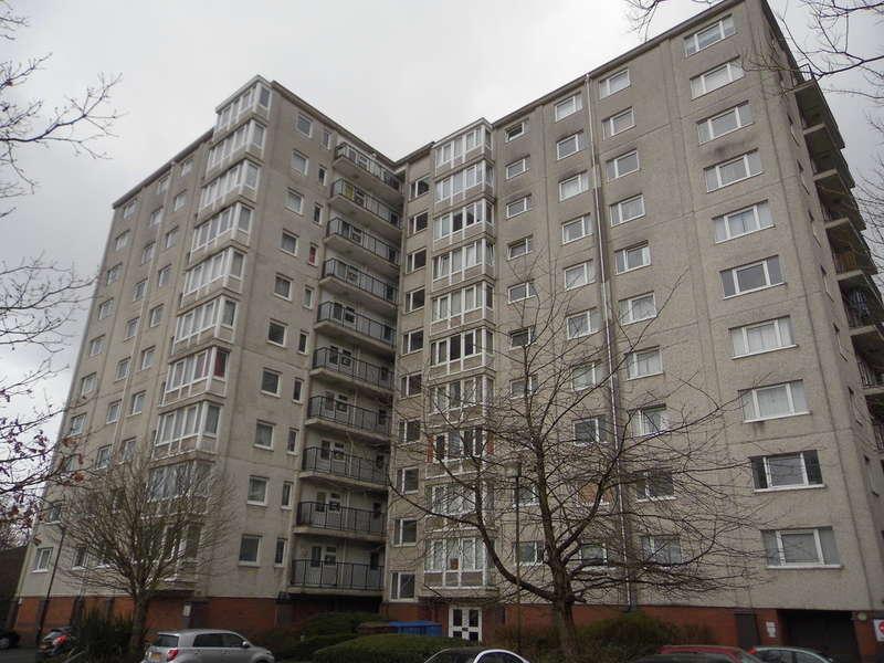 2 Bedrooms Flat for sale in Tilehurst Court, Salford, M7
