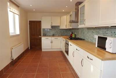 4 Bedrooms House for rent in Penrose Street, Plymouth