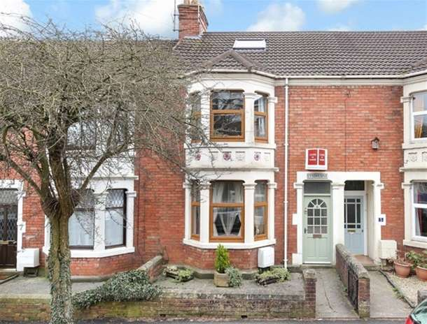 4 Bedrooms Terraced House for sale in Victoria Road