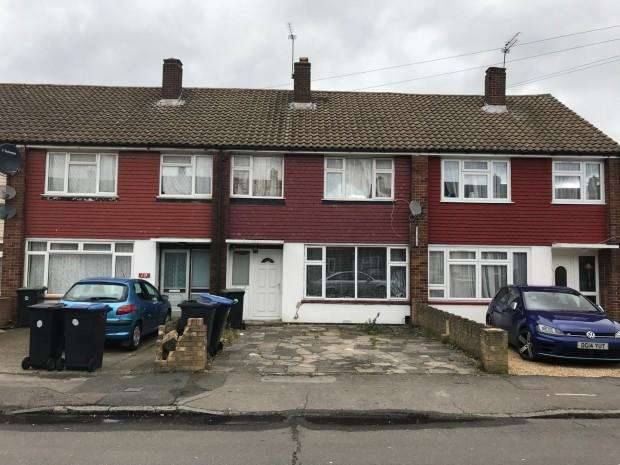 4 Bedrooms Terraced House for sale in Avondale Crescent, Enfield, EN3