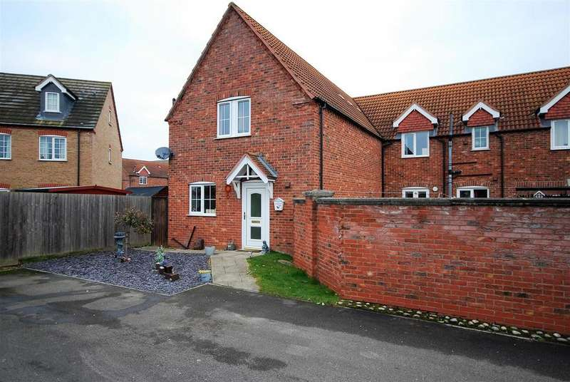 3 Bedrooms Semi Detached House for sale in Clover Way, Spalding