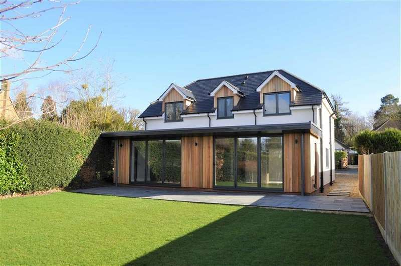 4 Bedrooms Detached House for sale in Boundstone Road, Farnham, Surrey