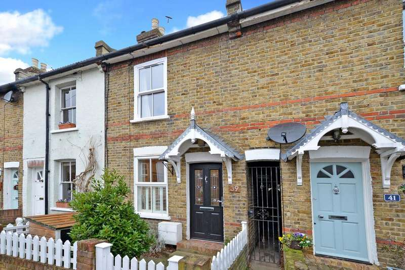 3 Bedrooms Terraced House for sale in Queens Road, Thames Ditton, KT7