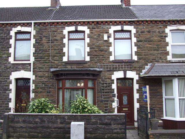 3 Bedrooms Terraced House for sale in 17 Ynys Street, Port Talbot