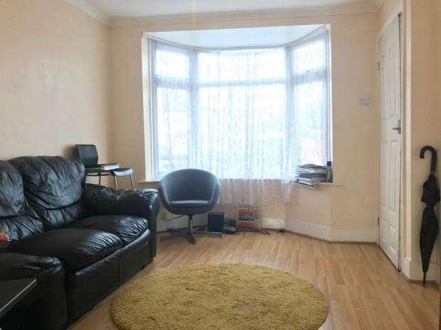 2 Bedrooms Terraced House for sale in Greenwood Avenue, Brimsdown, EN3