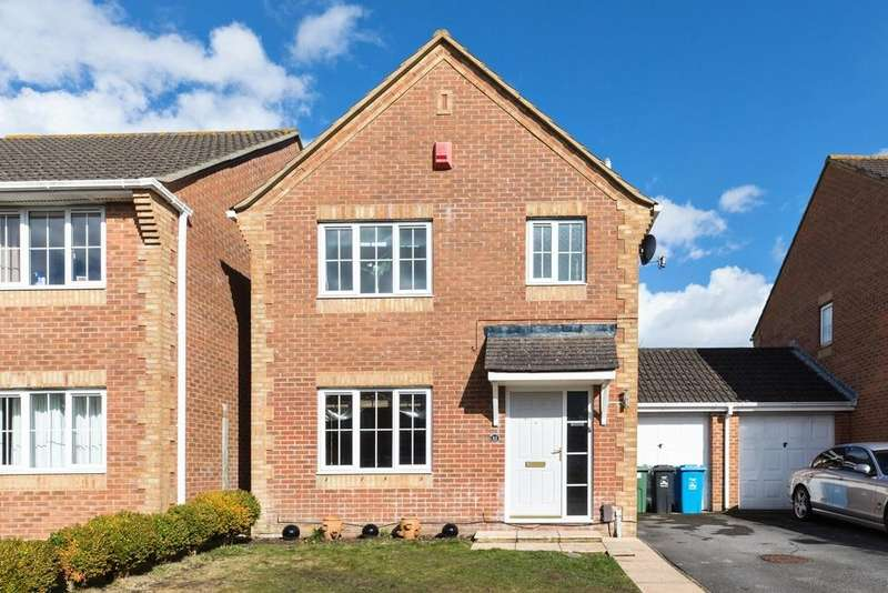 3 Bedrooms Detached House for sale in Bishop Close, Talbot Village