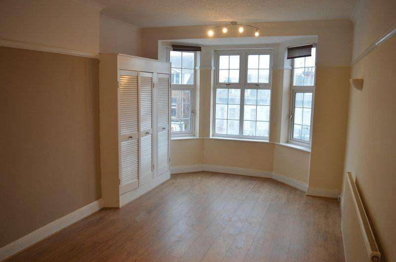 1 Bedroom Apartment Flat for sale in Hamlet Court Road, Westcliff-On-Sea